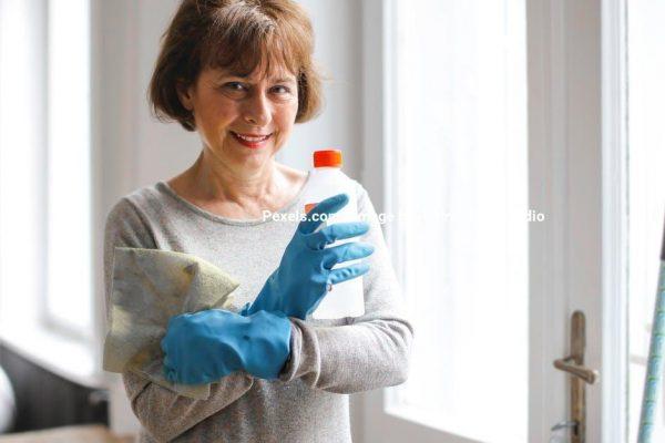 De regelmæssige rengøringsopgaver i hjemmet